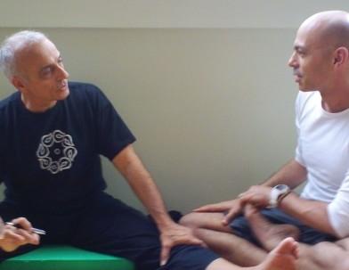 Vitor e seu professor de Ashtanga Yoga, Lino Miele, um dos principais alunos e estudiosos, desta tradição clássica do Yoga.