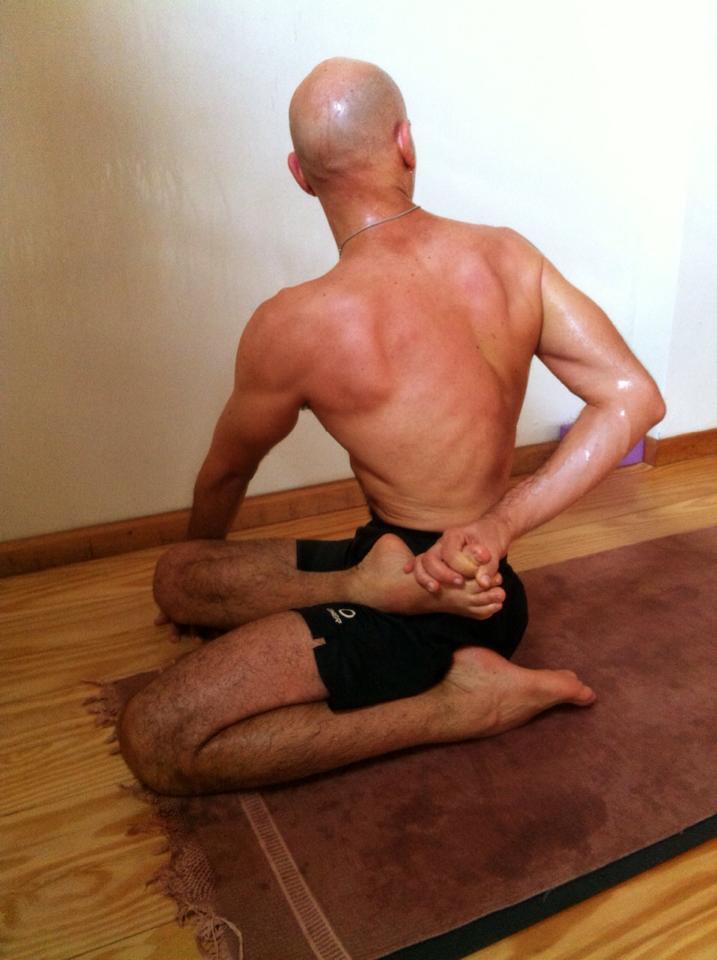 Intensificando a prática e o desenvolvimento físico e pessoal, reforçado por uma dieta vegana, sem açúcar e vícios